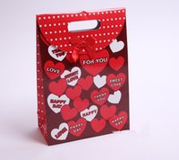 Wholesale Wedding Supplies Favor Boxes decorated by lovely bear hug a heart and full of love words