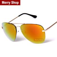 los hombres calientes de la venta reflejaron las gafas de sol sin imn reflejadas del del espejo los hombres pilotos del espejo miran las