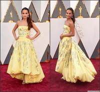 achat en gros de taffetas jaune-2016 88e Oscar Celebrity Robes Alicia Vikander Jaune bretelles Haut Bas en taffetas avec des perles Paillettes Une ligne Red Carpet Robes