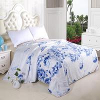 Al por mayor-trabajo hecho a mano posicionamiento grado A 1,5 kg de verano de seda pura colcha edredón flor azul cubierta de telas de celulosa perla colcha 200x230cm