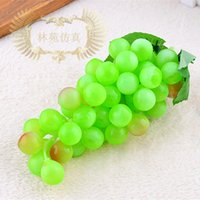 Wholesale Novelty Idyllic Decorative Simulation of Artificial Fruits Large Grapes For Home Living Room Ornaments Shooting Props