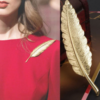 Wholesale Vintage Metal Feather Brooch Clip For Scarf Sweater Gold Retro Pin Buckle Collar Gift For Party For Women and Men