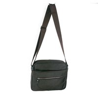 Wholesale The men s Fashion Shoulder Messenger was the first layer of leather backpack goods