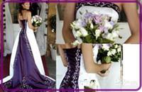 al por mayor vestido de boda de cola-Nupcial de lujo Venta caliente blanco y púrpura vestidos de novia Strapless Beads Rmbriodery Satén Una línea de tren de la corte 2016 vestido nupcial por encargo