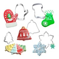 Wholesale 5pcs set Metal Stainless Steel Merry Christmas Series of Christmas Tree Gloves Bell Socks and Snowflower Biscuits Cutters Tools