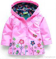 al por mayor chaquetas de la chaqueta de las muchachas-La nueva chaqueta al por menor superventas de la prendas de vestir exteriores de las muchachas de la manera cubre la capilla de la chaqueta de los Hoodies de las capas de los bebés del otoño del resorte del foso para los cabritos nuevos