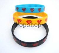 achat en gros de bracelets jaunes-50 pcs bleu Livraison gratuite / jaune Bracelets noirs / Superman silicone pour la fête bracelets bijoux de couleur Beaucoup de Mix