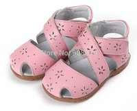 Wholesale SandQ baby girls sandals genuine leather soft toddler shoes pink closed toe summer shoes Rome sandals flower cutouts for bebe enfantil