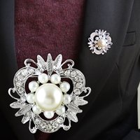 Wholesale 2014 New Design Jewelry Imitation Pearl Flower Shape Fashion White Color Flower Brooch