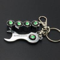 achat en gros de mini-trousseau de roue de voiture-Livraison gratuite Car Wheel Tire Valve Caps avec Mini Clé Keychain pour Skoda (4-pièces / pack)