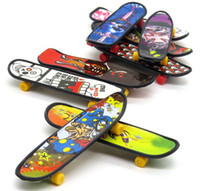 Wholesale 10cm finger skateboard plastic multi kinds pattern novelty toys finger skateboard toys