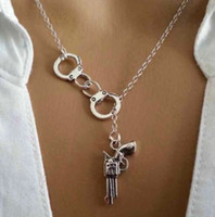 bff charms - Ancient Silver Handcuff Gun Pendant Necklace Bff Charms Gift New Fashion Vintage Jewelry Alloy Charm