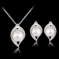 Wholesale The bride diamond pearl necklaces earrings suit personality Ms collocation two piece outfit women s jewelry