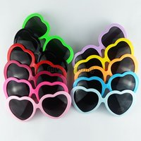 al por mayor sol del corazón-10 colores moda amor forma del corazón gafas de sol multicolores gafas de sol de plástico marco UV400 gafas de sol baratas