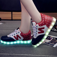 Wholesale new casual Skate board sneakers Man Women shoes large size LED Luminous shoes flat shoes Sports shoes