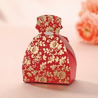 Cheap WSM97 Wedding Gift Favor Box Candy Chinese Red Bridal Gown Wedding Candy Gifts Chocolate Favors Boxes with Golden Flower