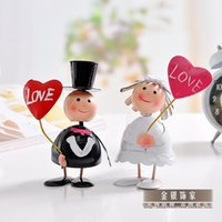 Wholesale The bride and groom on a tin doll creative wedding room decoration decoration Home Furnishing wedding celebration gift