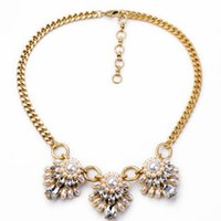Cheap Three pearl flower pendant necklace adorned with clear diamond crystals fashion women gold short necklace pearl gift jewelry