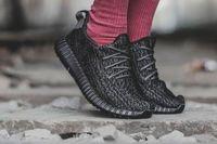 Wholesale Hat Socks Keychain Receipt Box Boost Kanye West Men Women Running Shoes Moonro Tan Pirate Black Turtle Doves Sneakers