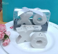 Wholesale bridal shower favors and gifts Hugs Kisses Ceramic Salt Pepper Shakers party supplies sets