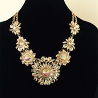 Wholesale Fashionable Statement Necklaces Womens Vintage Flowers Necklaces Alloy and Acrylic Material Cheap Gold Jewelry