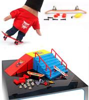 al por mayor niños sitio-Fingerboard finger skateboard + pista de aterrizaje originalidad intelectual mini juguetes Tech Skateboard Stunt Ramp Deck sitio Figuras de Acción niño regalo niño