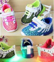 Wholesale 0 yrs European fashion cute LED lighting children shoes hot sales Lovely kids sneakers high quality boy girls Shoes D230