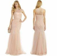 2015 Vestidos de dama de honor de sirena atractiva Sheer Neck un tren de barrido de hombro Monique Lhuillier vestido de dama de encaje vestido formal de dama de honor vestido