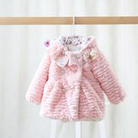 al por mayor ropa exterior de bebé de color rosa-La nueva capa del paño grueso y suave de los niños del invierno espesa a princesa encapuchada de los bebés calientes outwear a los cabritos los niños de la capa del paño grueso y suave de los paños que arropan A7207