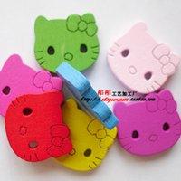 Min.order est $ 19) M003 100pcs deux trous Hello Kitty boutons en bois jolis boutons en bois peints à la main artisanat mixtes boutons / enfants
