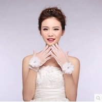 Wholesale New White Sheer Bridal Gloves with Beads Hand Made Flowers Glvoes Wrist Length See Through Tulle Bridal Accessories Wedding Glvoes
