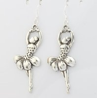 ballet heart - 2016 hot Antique Silver Elegant Dancing Ballet Gril Charm Pendant Earrings Silver Fish Ear Hook Chandelier x25 mm E151
