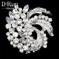 asian production - 2016 New Hot high grade zinc alloy white rhinestone brooch brooch spot holding flowers accessories production