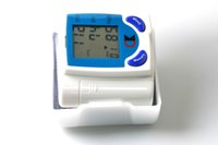 Wholesale electronic sphygmomanometer Blood Pressure Monitors Intelligent medical household Wrist electronic blood pressure meter LCD screen English