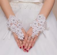Wholesale Brand New Wrist Length Bridal Gloves Elegant Applique Beaded Wedding Gloves Lace Ribbon Ivory White Fingerless Gloves Wedding Accessories