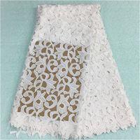 achat en gros de robes de guipure-(5yards / pc) BW79-12, mode tissu en dentelle africaine avec la fleur blanche broderie française guipure tissu pour robe de soirée