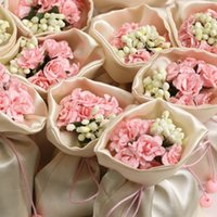 Wholesale European Styles Satin Candy Boxes With Artificial Bouquet Gifts Bags Color Rose Flower Available For Weds Wedding Party Table Decorations