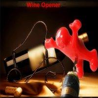 al por mayor corchos de botellas de plástico-La venta caliente 1pc rojo de la diversión feliz hombre de plástico de cerveza del vino Botella de gaseosa de la novedad del abrelatas del tapón de la botella de vino rojo del abrelatas del corcho