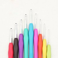 Wholesale w1021 Hot Aluminum Crochet Hooks Kit Soft TPR Handle Knitting Needles For Knitted DIY Hand Sewing Crafts Needlework Mixed