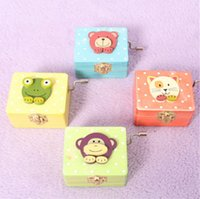 Wholesale Hand operated type Cartoon cute wood music box hand cranked swivel vintage musica box birthday surprise gift order lt no trac
