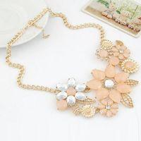 Wholesale 2015 hot Fashion Resin Rhinestone Flower Pendant Necklace For Women