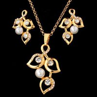 Wholesale Big Size Leaves Pearl Pendant Necklace Earrings Set Fashion K Gold Plated Rhinestone Women s Jewelry Sets S2017