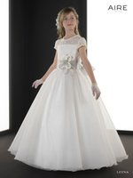 aire organza - 2015 Cheap Flower Girls Dresses Ivory Organza Hand Made Flower Communion Dress Girl Pageant Gowns Sheer Crew Short Sleeve Lace Aire LEYNA