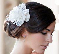Wholesale New Arrival Bridal Wedding Feather Flower Accessory Lace Elegant White Pearls and Beads Headwear With Comb