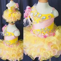 achat en gros de jaune robe pageant petites filles-2016 jaune Little Pageant Girl robes avec des cristaux perles de fleurs faites à la main Ruffles courte Cupcake Pageant Girls Ball Gowns Custom Made