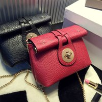 Wholesale Hot Sale Summer Fashion women messenger bags Leather Red small shoulder bag Chains Strap Crossbody Handbags Q