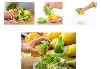 Wholesale Set Hand Held Fruit Squeeze Juice Spray Juicer Exprimidor Sprayer Nebulizer Colors to Choose