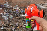 Cheap New Outdoor toys kids bubble gun soap bubble blower machine fish and dolphins burbujas brinquedos bolhas de sabao Free Shipping