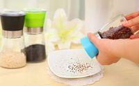 Wholesale Creative home kitchen pepper cruet manual grinder grinding pepper pot large gadgets