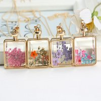 Cheap New Fashion Jewelry Romantic Crystal Necklace Glass Square Floating Dried Flower Plant Pendant Necklace Chain for Women Girls J0561